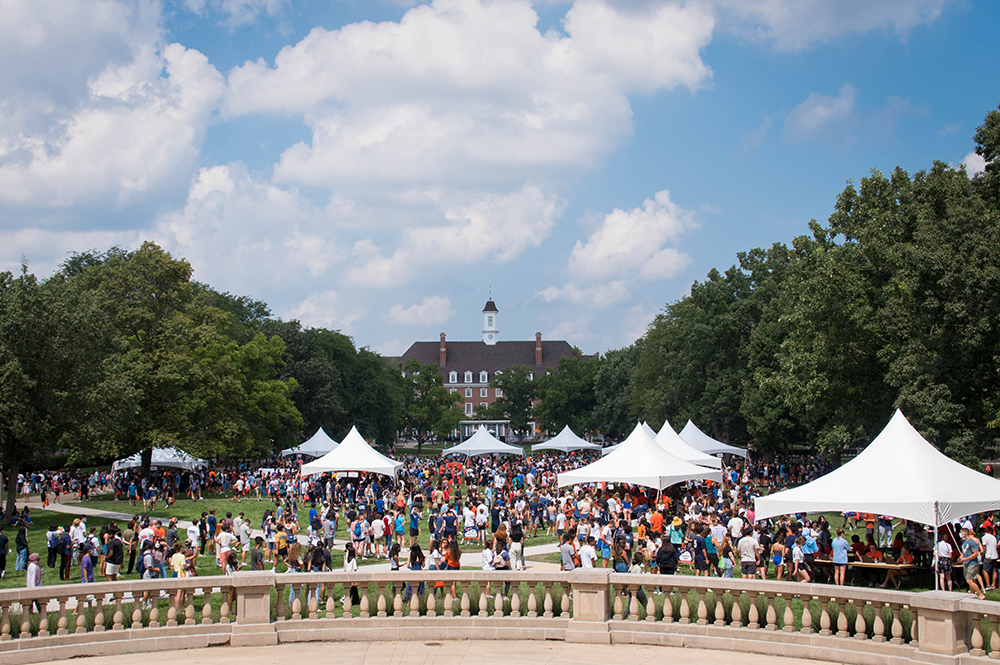 LAS first-year students on the Quad