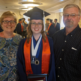2018 graduate Ashley Lenhart with her family