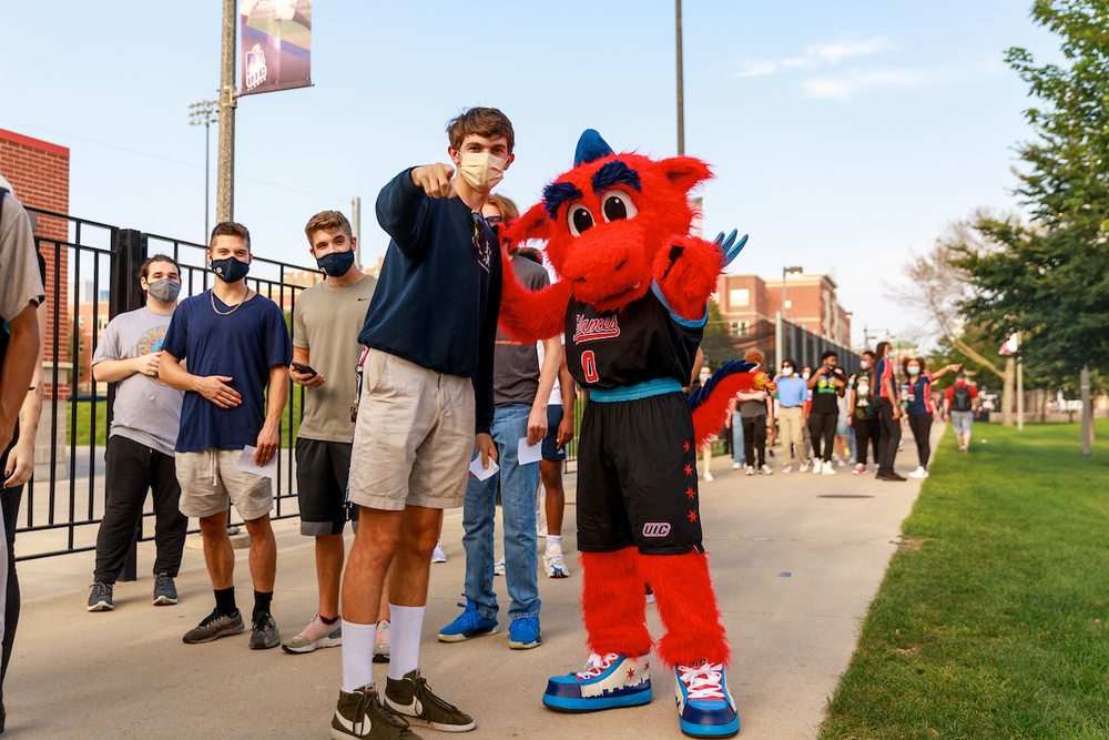 UIC students posing with mascot Sparky