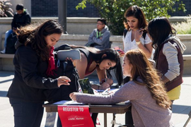 Students register to vote on UIC's campus.