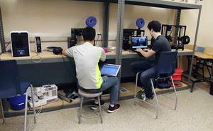 Independent study students in Uni's new Maker pace.