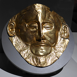 A replica of the death mask of Agamemnon, the mythical king of Mycenae, was on display at the College of LAS Alumni Associations gathering at the Field Museums limited-time exhibition, The Greeks from Agamemnon to Alexander the Great.